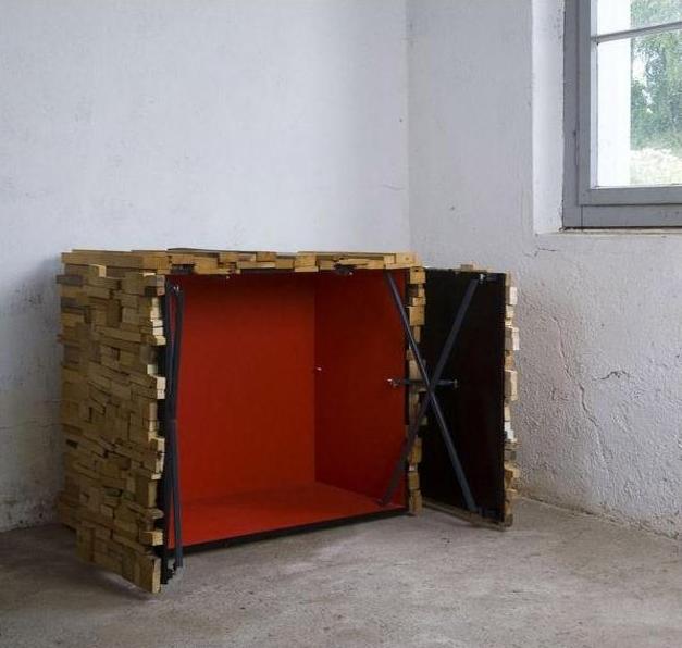 drewienkowa komoda wewnątrz