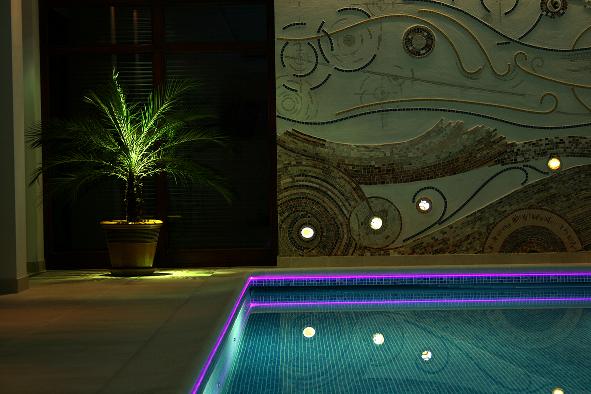 podświetlenie ledowe basenu - fot. LARS