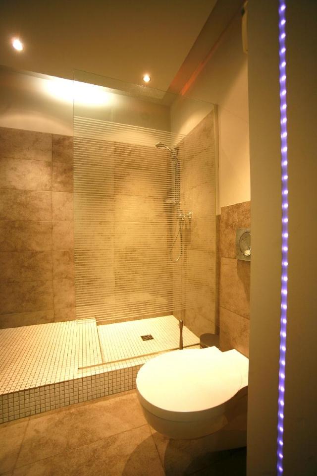 Podświetlenie LED łazienki - fot. LARS