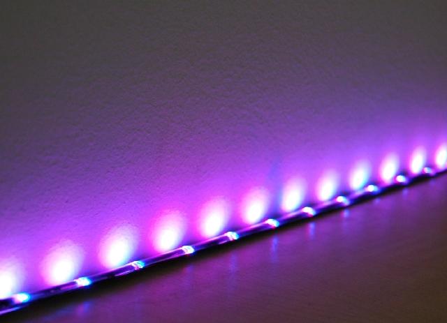fioletowe podświetlenie LED - fot. LARS