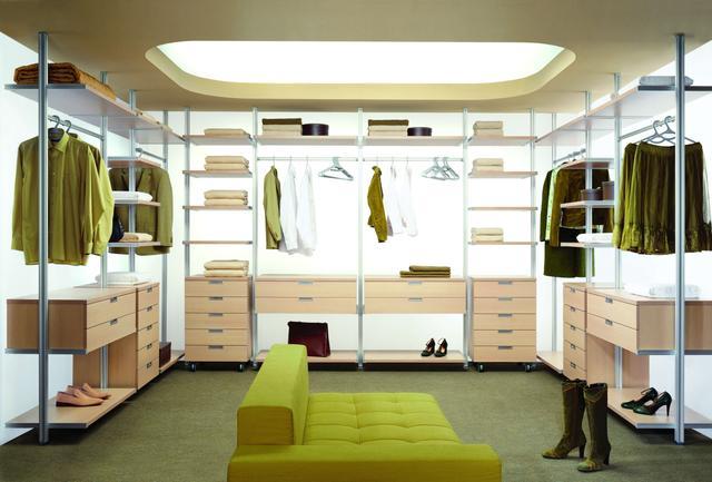 przyjemne wnętrze garderoby