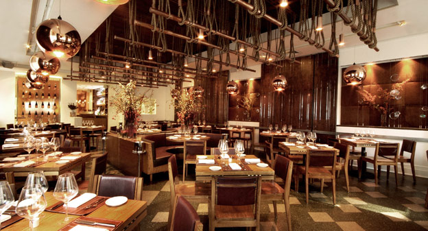 Złote wnętrza - jesienny wystrój restauracji