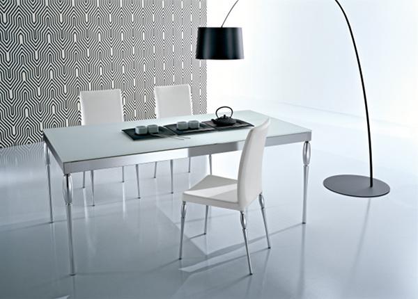 stół i krzesła z kolekcji MUSA_RETRO