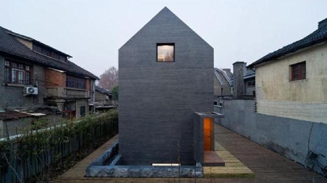 betonowy dom - widok od ogródka