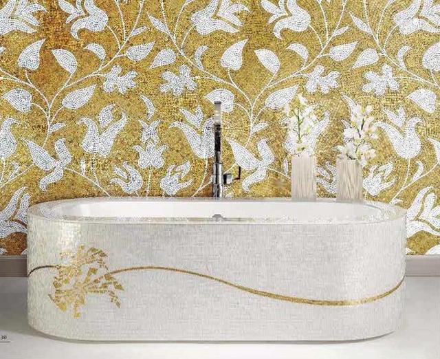 złota łazienka, biała wanna ze złotym zdobieniem - para idealna (fot. SICIS)