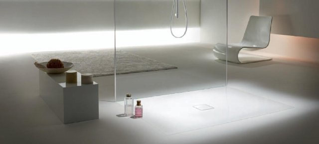 """Brodzik Kaldewei Conoflat (zaprojektowany przez studio Sottsass Associati) łączy nowoczesną estetykę, ergonomię i bezpieczeństwo, jest przy tym produktem najwyżej klasy, który definiuje bezgraniczne i komfortowe zażywanie kąpieli pod natryskiem. Jako wzorcowy element stylu życia w nowoczesnej i estetycznej łazience wyróżniony został prestiżową nagrodą """"interior innovation award 2011""""."""