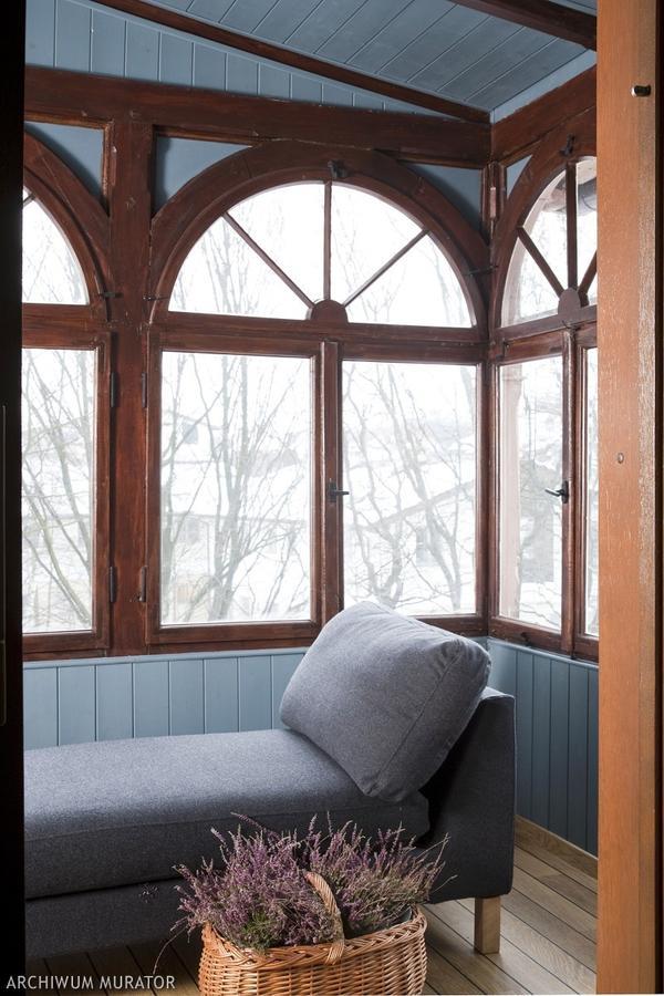 Drewniane okna - Loft z widokiem na morze