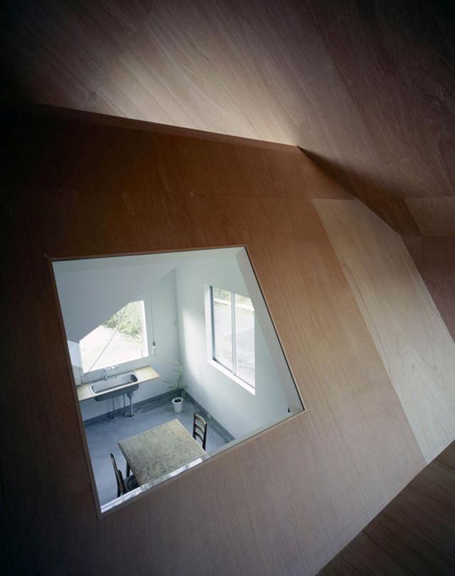 okno z widokiem na... kuchnię - fot. You Shimada/Tato Architects