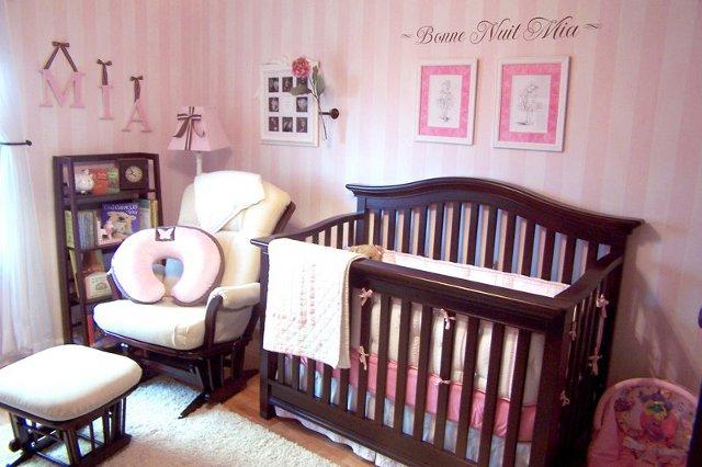 pomysł na literki w pokoju dzieciecym - fot. wisedecor
