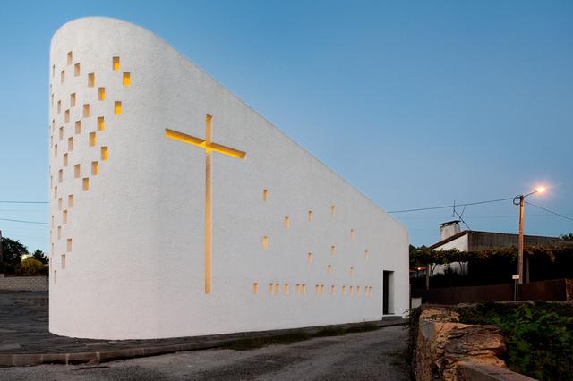 Santa Ana's Chapel pod wieczór - fot. Fernando Guerra