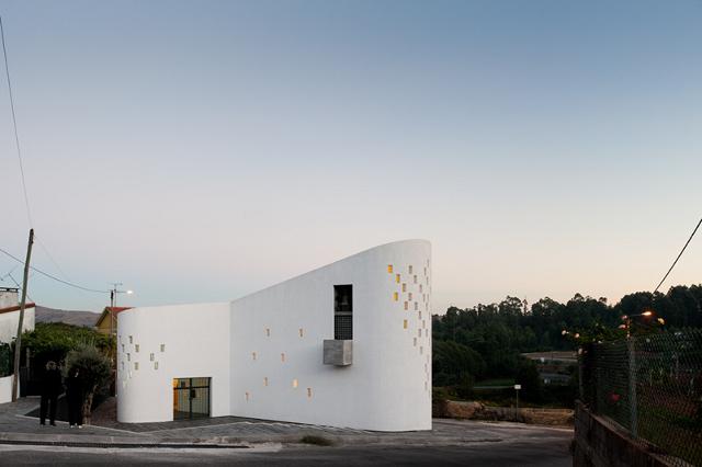 Santa Ana's Chapel z zewnątrz - fot. Fernando Guerra
