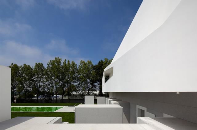 lekkość bryły Casa Fez - fot. Fernando Guerra