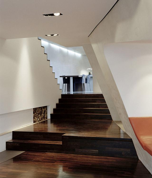 Loft Gleimstrasse- schody prowadzą do jadalni (fot. Jan Bitter)