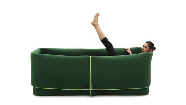 Plastyczna sofa Sosia od Campeggi - jak wannie