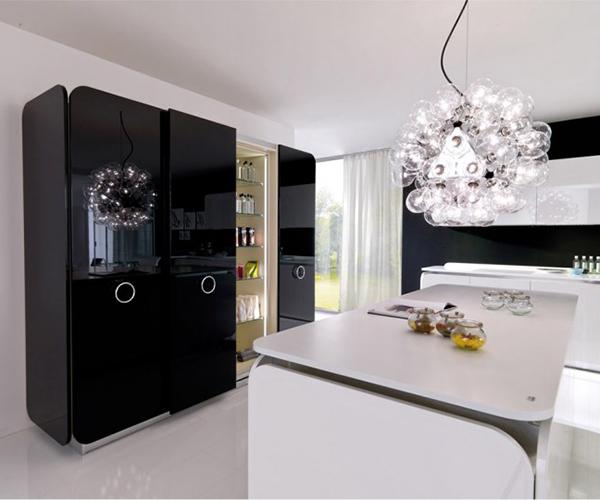 Czarne szafki kuchenne IT-IS od Euromobil