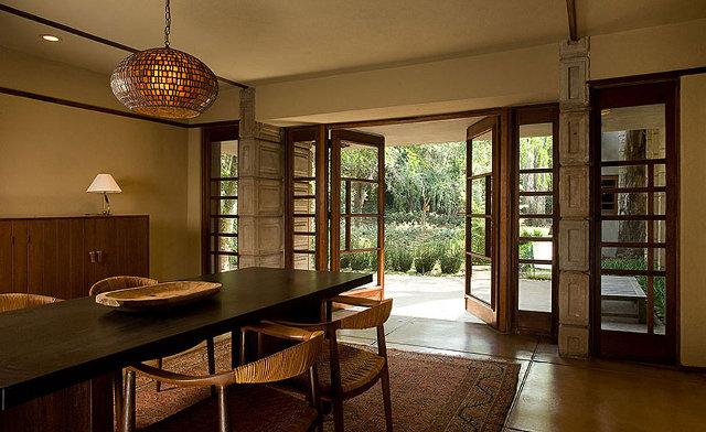 Jadalnia Alice Millard posiada inspiracje afrykańśkie - design by Frank Lloyd Wright