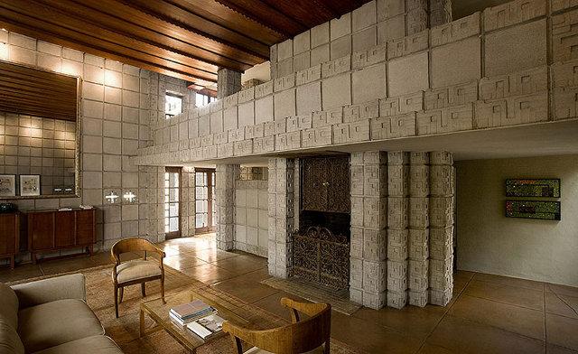 Oryginalne zdobienia domu w Pasadenie - design by Frank Lloyd Wright