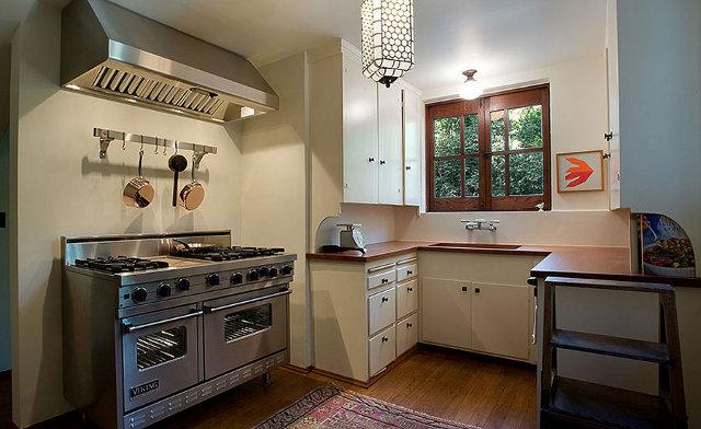 Prosta kuchnia u Alice Millard w Pasadenie - design by Frank Lloyd Wright