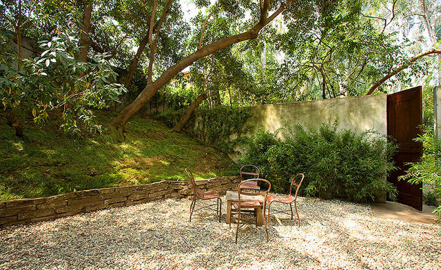 W ogródku domostwa Alice Millard w Pasadenie - design by Frank Lloyd Wright