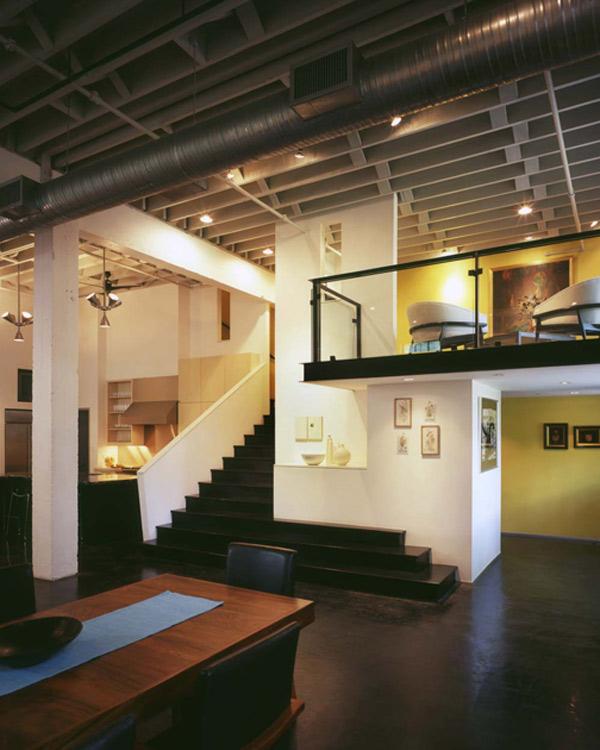 Widok na andresolę - Loft według Poteet Architects
