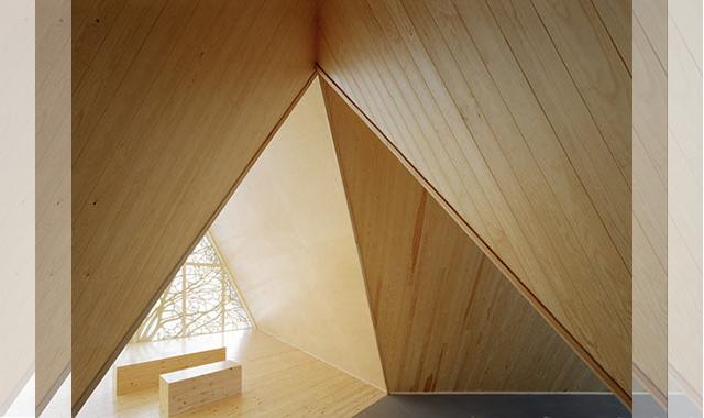 The Ecumenical Chapel od AOA Architects - środek