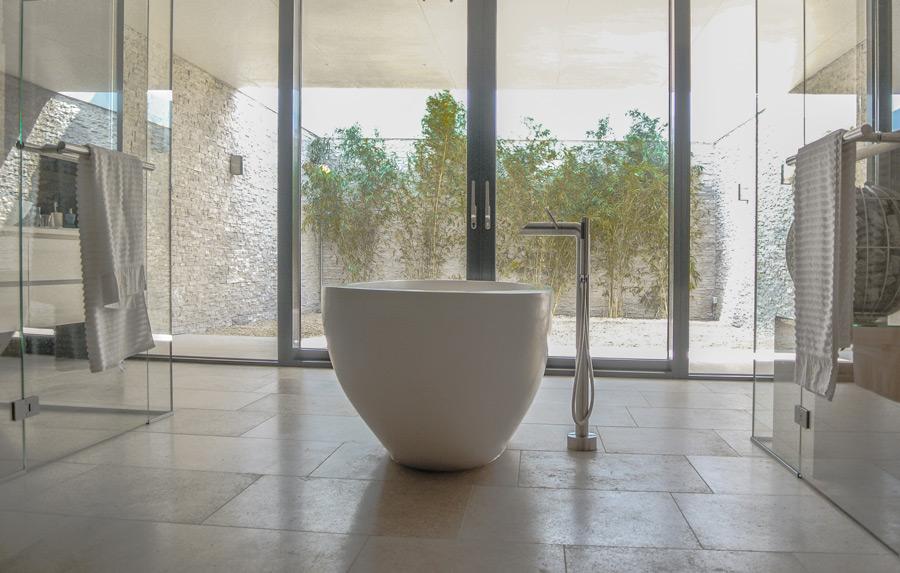 Przestronna łazienka - pokój kąpielowy